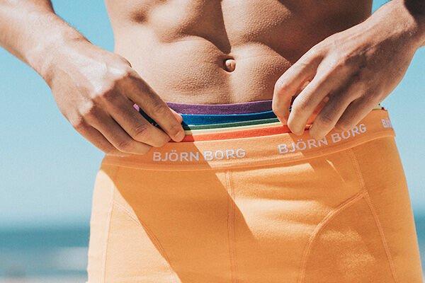 Vier de liefde in Pride underwear